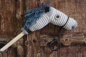 Çocuklar için Çoraptan At Yapılışı
