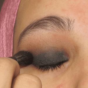 Dumanlı Göz Makyajı Nasıl Yapılır ? 2