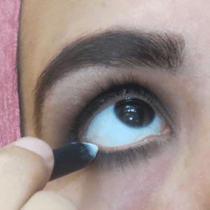 Dumanlı Göz Makyajı Nasıl Yapılır ? 3