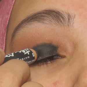 Dumanlı Göz Makyajı Nasıl Yapılır ? 7