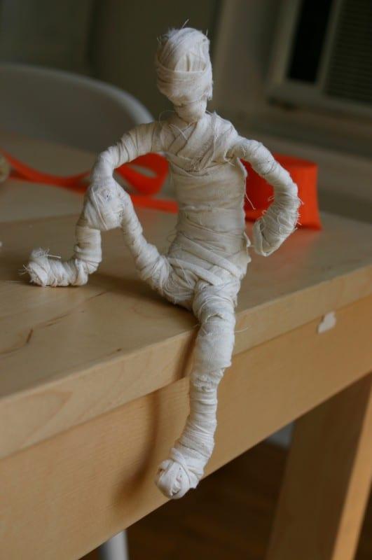 Çocuklarla Etkinlik: Mumya Yapımı 5