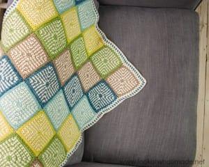 İki Renkli Keten Modeli Bebek Battaniyesi Yapılışı 12