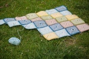 İki Renkli Keten Modeli Bebek Battaniyesi Yapılışı 14