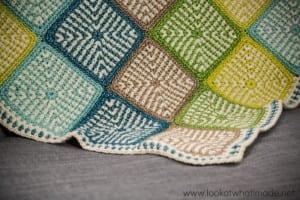 İki Renkli Keten Modeli Bebek Battaniyesi Yapılışı 7