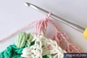 Örgü Renkli Bebek Battaniyesi Yapılışı 9
