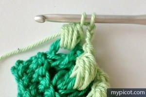 Örgü Renkli Bebek Battaniyesi Yapılışı 4