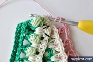 Örgü Renkli Bebek Battaniyesi Yapılışı 8