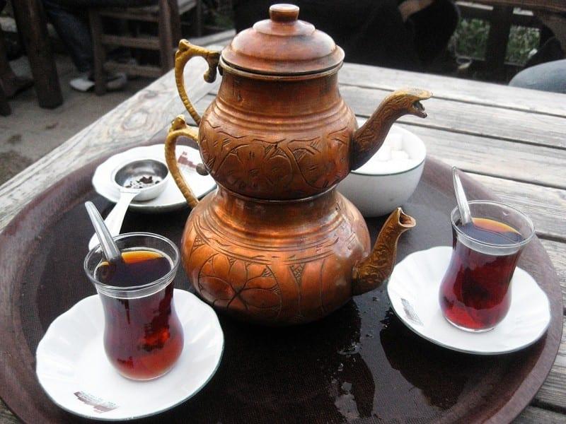 Demlikte Kalan Çayın Faydaları