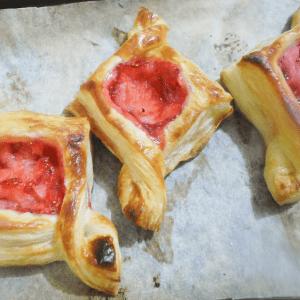 Kolay Çilekli Milföy Pasta Yapılışı 3