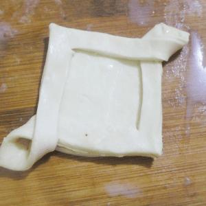 Kolay Çilekli Milföy Pasta Yapılışı 5