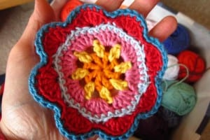 Örgü Çiçek Duvar Süsü Yapılışı 34