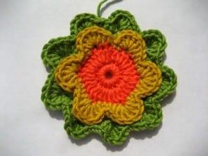 Örgü Çiçek Kırlent Yapılışı 32