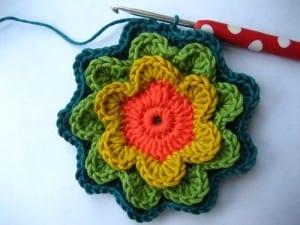 Örgü Çiçek Kırlent Yapılışı 40