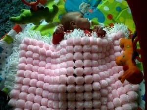 Kasnak İşi Ponpon Bebek Battaniyesi Yapılışı 10