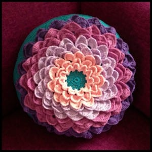 Kolay Örgü Çiçek Kırlent Modeli Yapımı