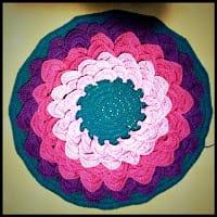 Kolay Örgü Çiçek Kırlent Yapılışı 15