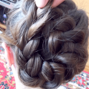 Örgü Topuz Saç Modeli Yapılışı 4