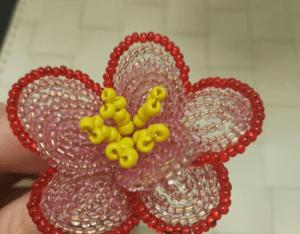 Kum Boncuktan Çiçek Yapımı 9