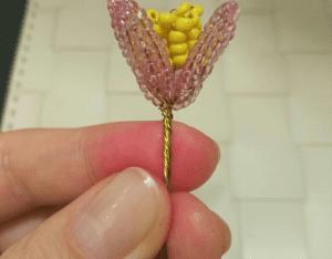 Kum Boncuktan Çiçek Yapımı 4