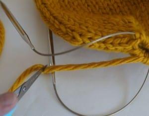 Kalın İplikle Kürklü Şapka Yapılışı 3