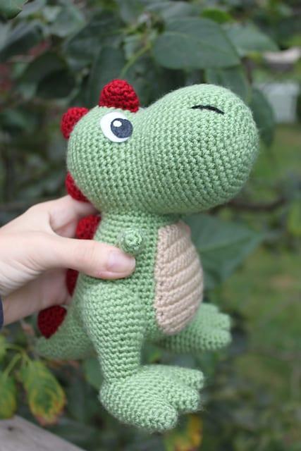 Free Crochet Pattern Dinosaur Slippers : Amigurumi T-Rex Dinazor Free Pattern - Mimuu.com