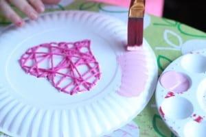 Çocuklar İçin Kağıt Tabak İplik Dokuma Etkinliği