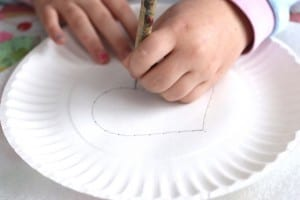Çocuklar İçin Kağıt Tabak İplik Dokuma Etkinliği 5