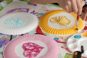 Çocuklar İçin Kağıt Tabak İplik Dokuma Etkinliği 6
