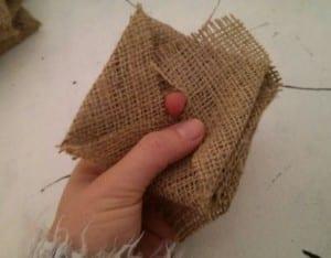 DIY, Çuval Bezinden Top Çiçek Yapılışı 9
