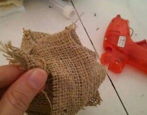 DIY, Çuval Bezinden Top Çiçek Yapılışı 12