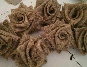 DIY, Çuval Bezinden Top Çiçek Yapılışı 17