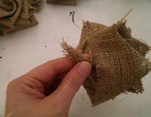 DIY, Çuval Bezinden Top Çiçek Yapılışı 6