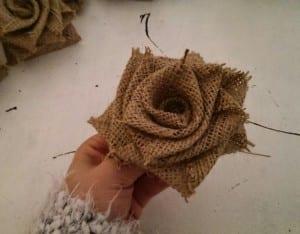 DIY, Çuval Bezinden Top Çiçek Yapılışı 7