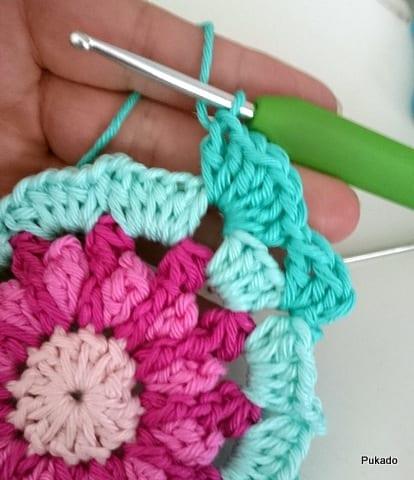 Kare Motifli Çiçekli Bebek Battaniyesi Modeli Yapılışı 1