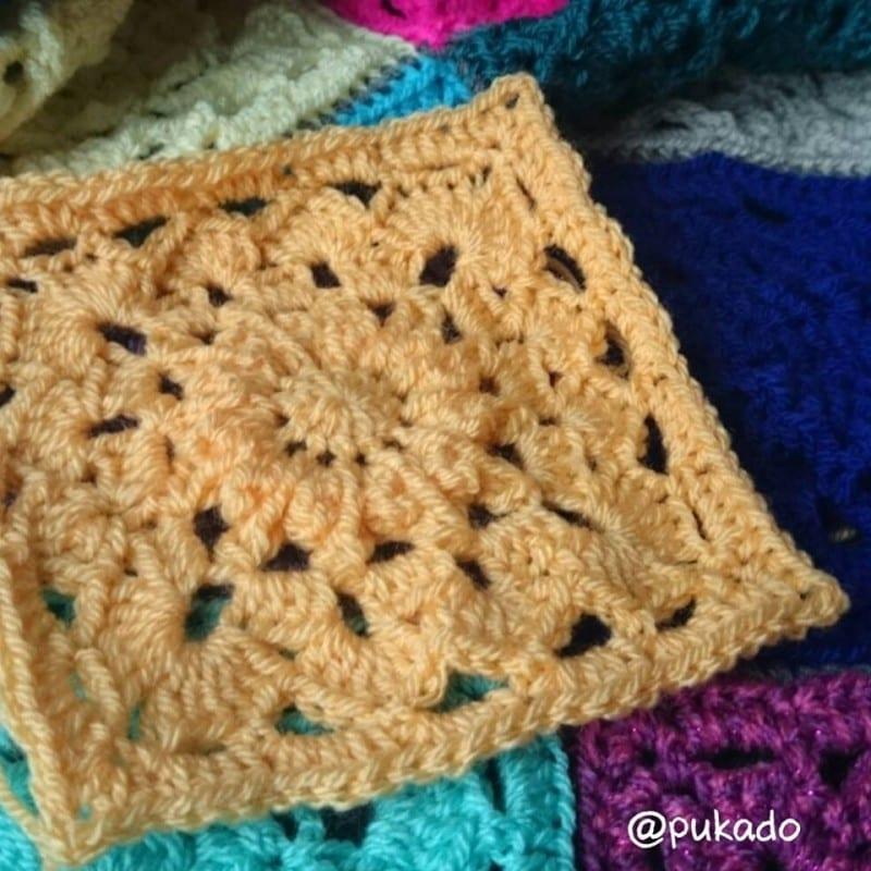 Kare Motifli Çiçekli Bebek Battaniyesi Modeli Yapılışı 3