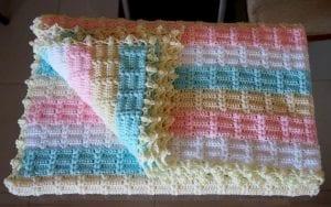 Ekose Desenli Fıstıklı Bebek Battaniyesi Yapımı 4