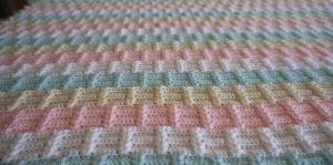 Ekose Desenli Fıstıklı Bebek Battaniyesi Yapımı 5