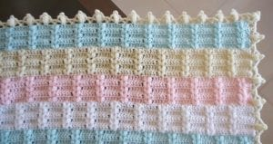 Ekose Desenli Fıstıklı Bebek Battaniyesi Yapımı 7