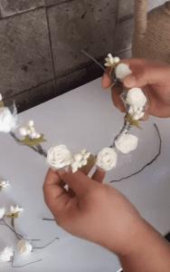 Videolu, Evde Çiçekli Taç Nasıl Yapılır? 7