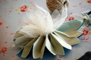 Krepon Kağıdı ile Tül Çiçek Yapımı 7