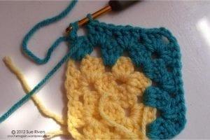 Renkli Kare Bebek Battaniyesi Yapımı 9