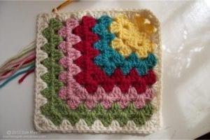 Renkli Kare Bebek Battaniyesi Yapımı 5