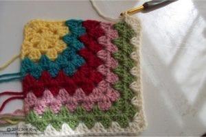Renkli Kare Bebek Battaniyesi Yapımı 7