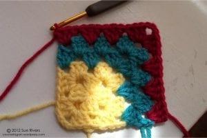 Renkli Kare Bebek Battaniyesi Yapımı 8