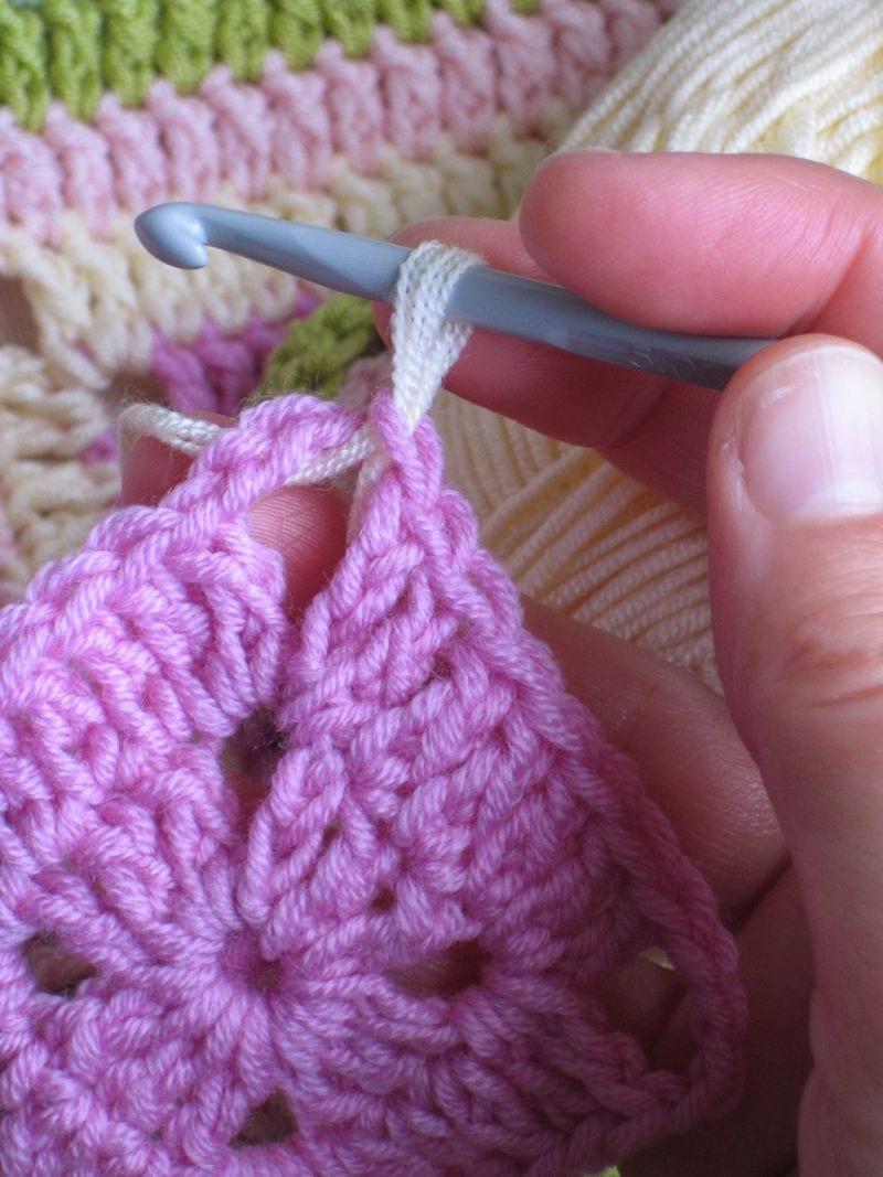 Çiçekli Bebek Battaniyesi Nasıl Yapılır? 10