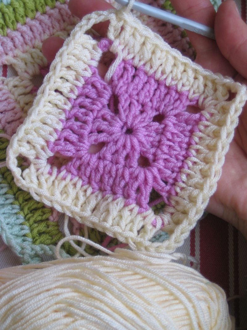 Çiçekli Bebek Battaniyesi Nasıl Yapılır? 13