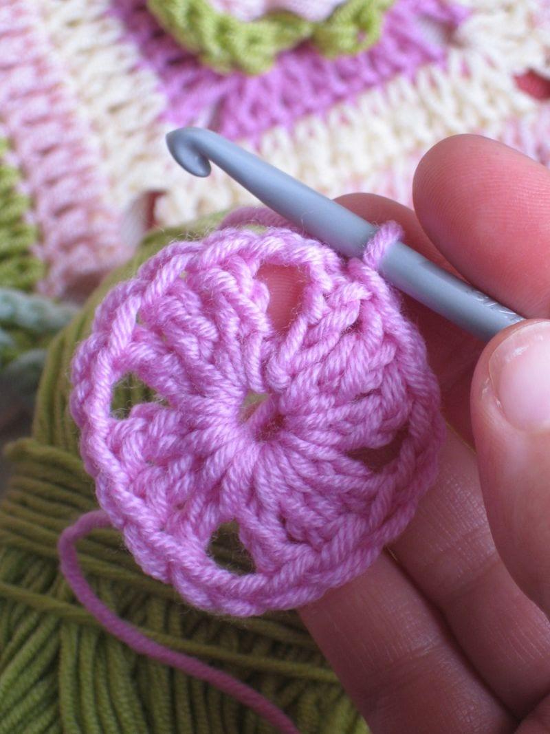 Çiçekli Bebek Battaniyesi Nasıl Yapılır? 5