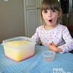 Okul Öncesi Patlayan Süt Deneyi 10