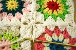 Tığ İşi Renkli Motifli Bebek Battaniye Yapımı 7
