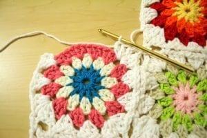 Tığ İşi Renkli Motifli Bebek Battaniye Yapımı 8